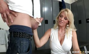 Pretty bimbo Charlee Chase gets a huge electrifying orgasm
