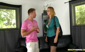 Bimbo Daniellety bimbo Danielle can't keep herself from fucking hung boyfriend