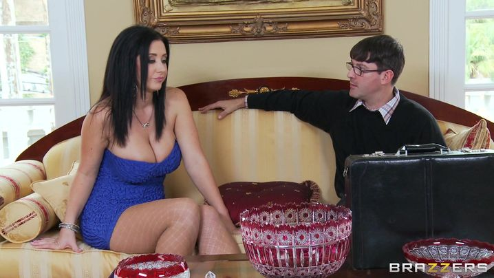 Appetizing woman Jayden Jaymes is a real pro when it comes to sucking a fuck stick