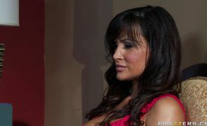 Frisky Lisa Ann places her mouth wide for hard wang