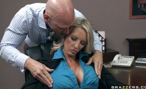 Stupefying blonde Emma Starr likes being finger fucked hard and fast