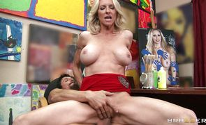 Delectable blonde girlie Emma Starr smiles to the camera while riding a firm shaft