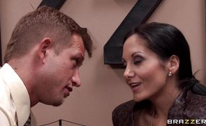 Brutal buddy plows girl Ava Addams with large natural tits 's savory tang
