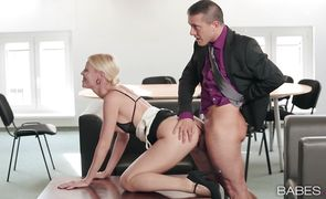 Sexy Lynna Nilsson sits on a cock with her perfect ass