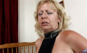 Staggering mature Sara Lynn gets her box dived and sucks prick