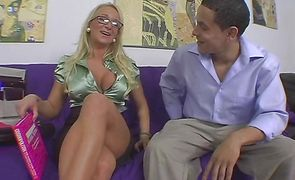 Voracious blonde Payton Palmer takes the dude's sausage deep in her aching cuch